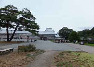 二ノ丸広場から五十間長屋4209.JPG