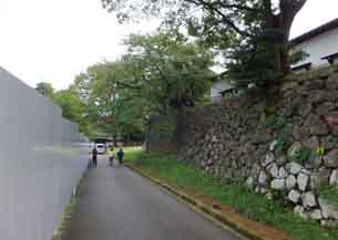 右石垣上は鶴丸倉庫左鶴丸広場4156.JPG
