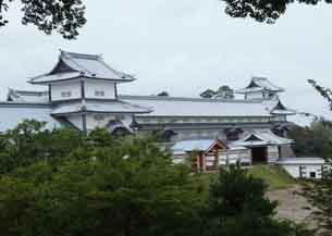 鶴丸倉庫から見た続櫓長屋菱櫓4177.JPG