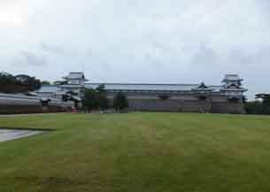 三の丸から見た左から橋爪門続櫓長屋菱櫓4141.JPG