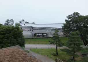 戌亥櫓跡から休憩所から五十間長屋4192.JPG
