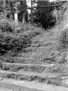 石垣山入り口2.JPG