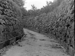 石垣山入口の石垣005.JPG