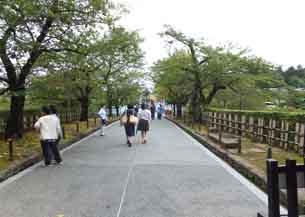 石川高麗門から見た兼六園4130.JPG